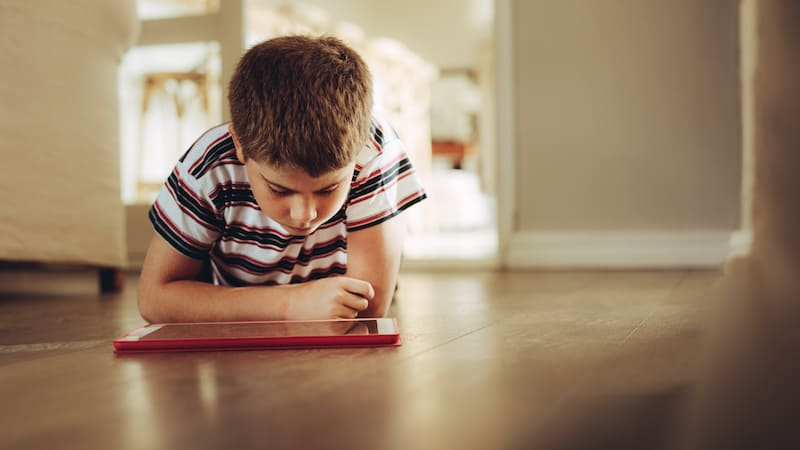 We know that too much screen time is bad for kids. Here are 8 practical tips to limit screen time for kids and encourage them to engage in other activities.