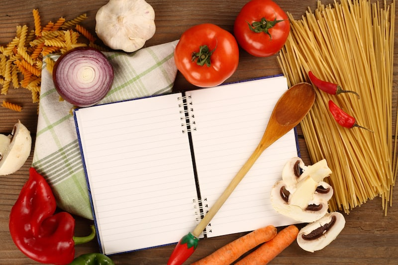 The absolute beginner's step-by-step guide to meal planning(for busy moms)