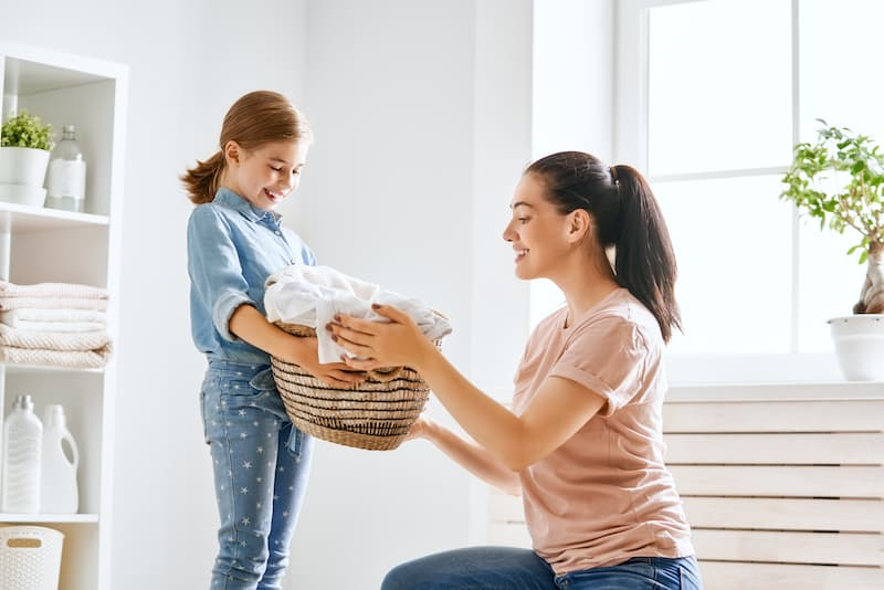 Do you want to get kids started on chores but wondering where to begin? This post has tips on how to get kids started on doing chores.#kidschoreideas