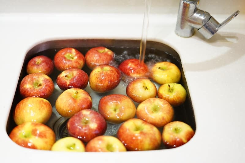 Vinegar cleaning hack-as a fruit and veggie wash