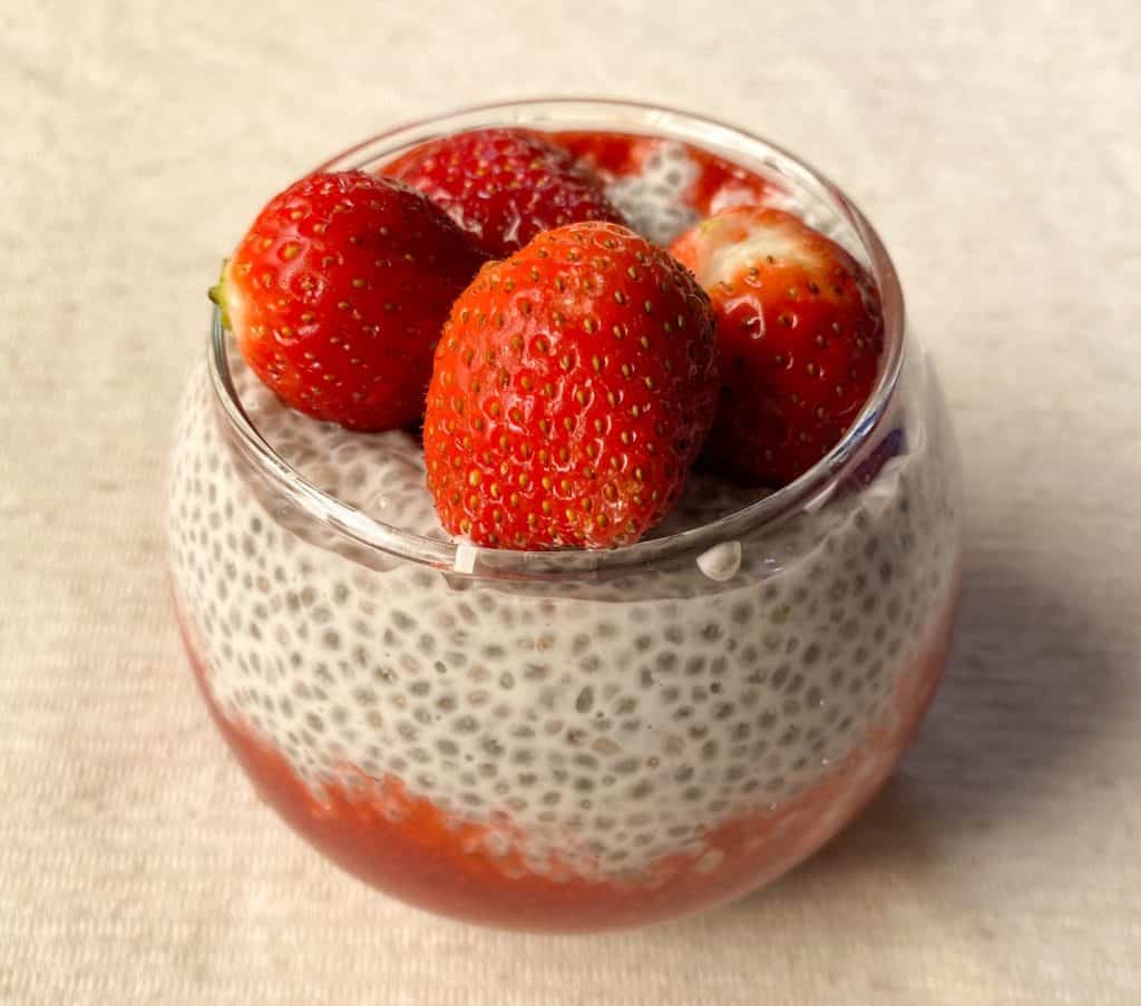Strawberry chia pudding recipe - add strawberries as toppings