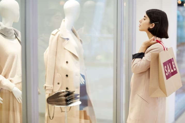 A woman window shopping - how to avoid clutter